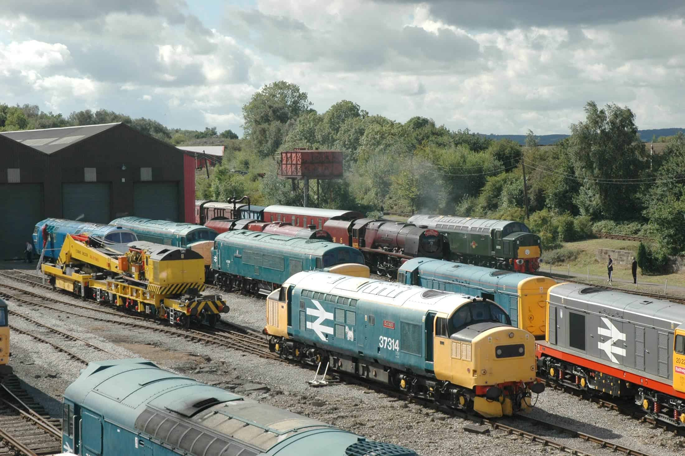 Diesel Trains at Midland Railway - Butterley