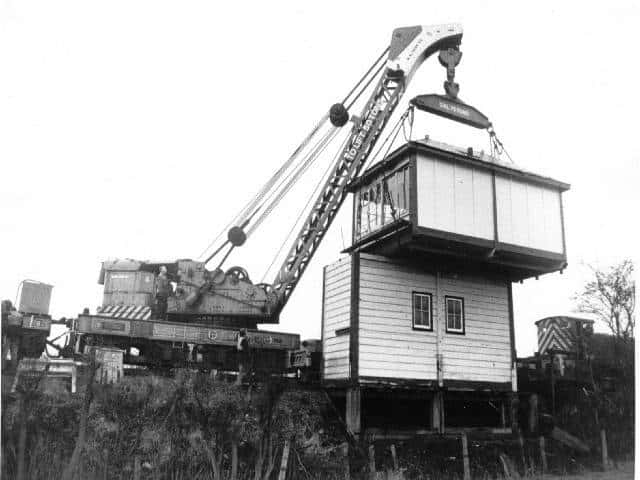 Installing the Kilby Bridge signal box at Hammersmith in March 1987